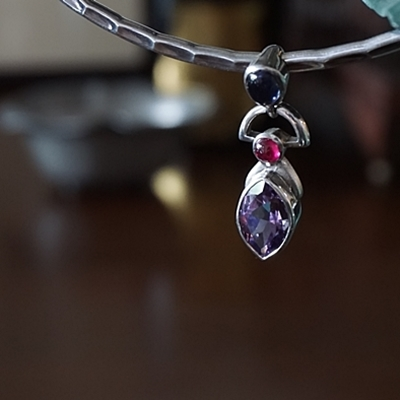 iolote-ruby-amethyst-pendant