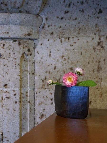 ironwood-cow-bell-flower-vase-belavista-